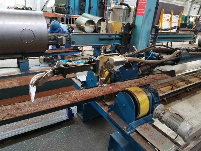 华远小筒体直缝埋弧焊接机