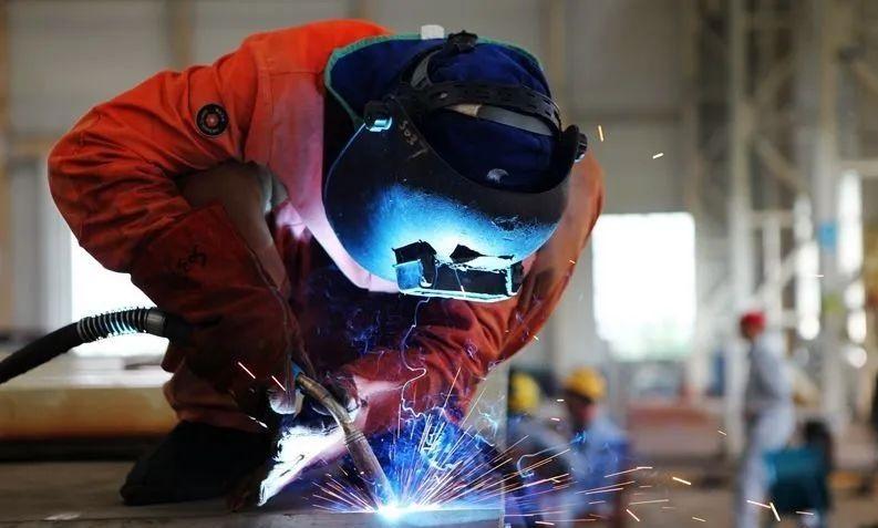 焊工工作图